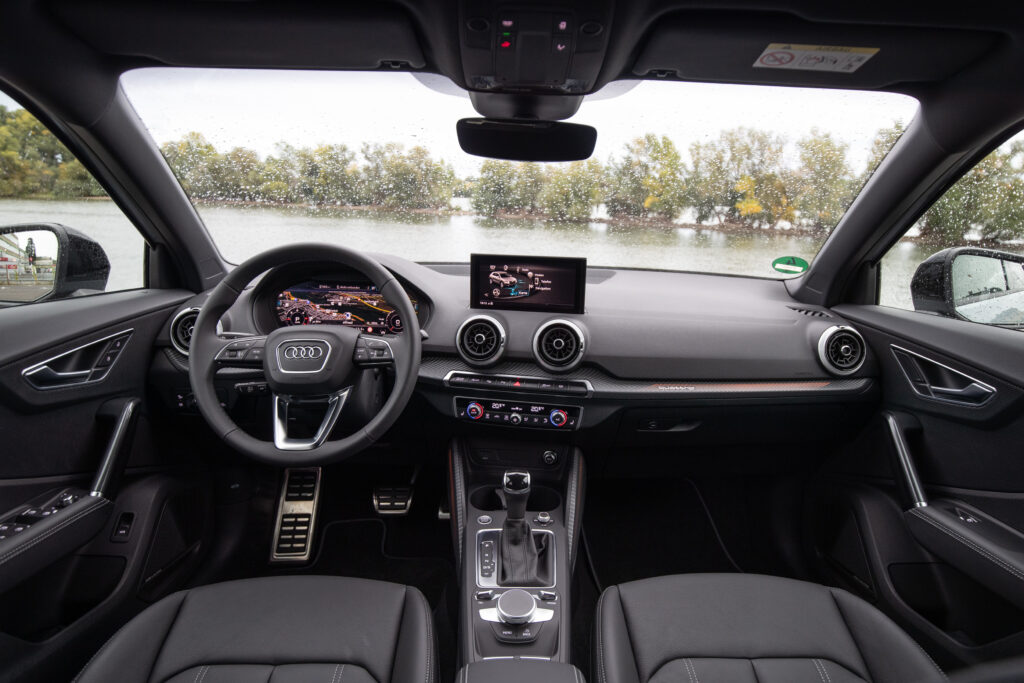 Yenilenen-Audi-Q2-2