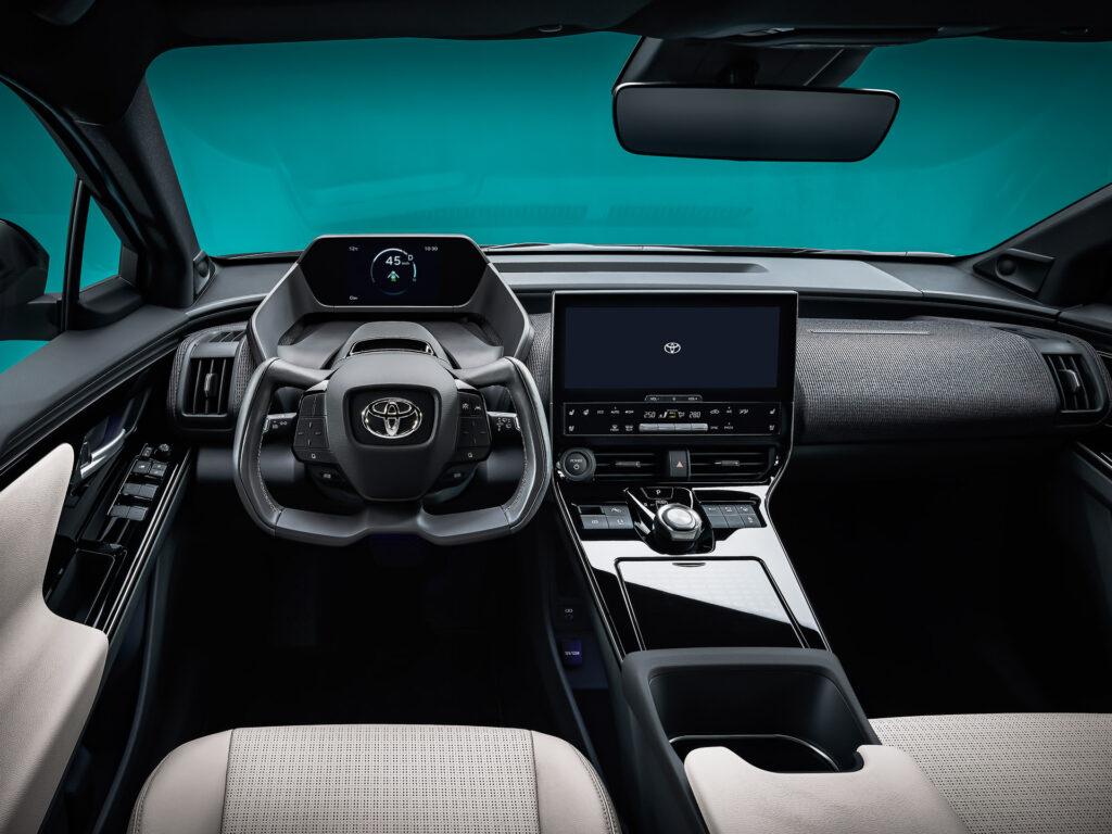 Toyota bZ4X Konsepti Yarım Direksiyon Simidi