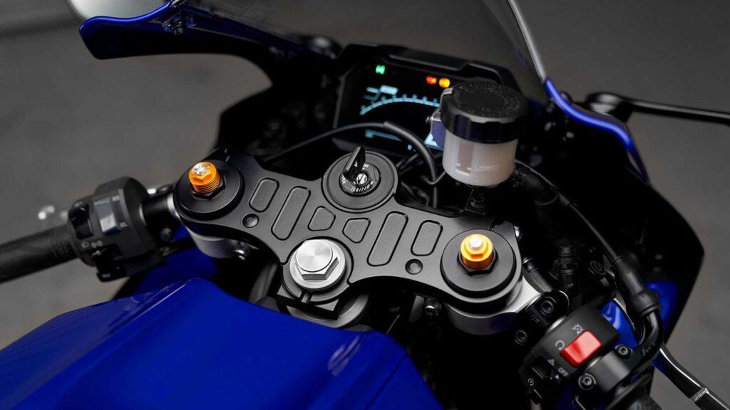 Yamaha R7 Kokpit